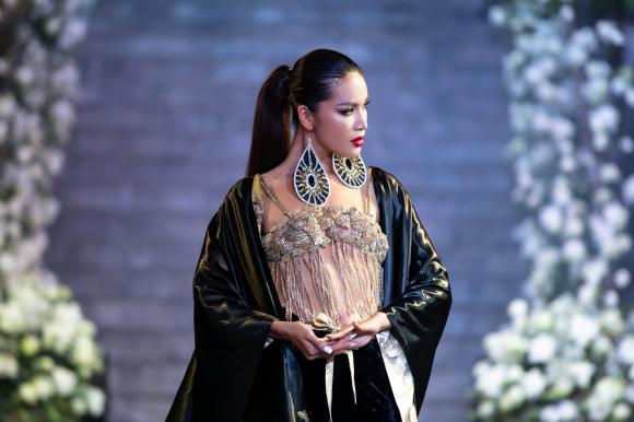 siêu mẫu, Minh Tú, sao Việt