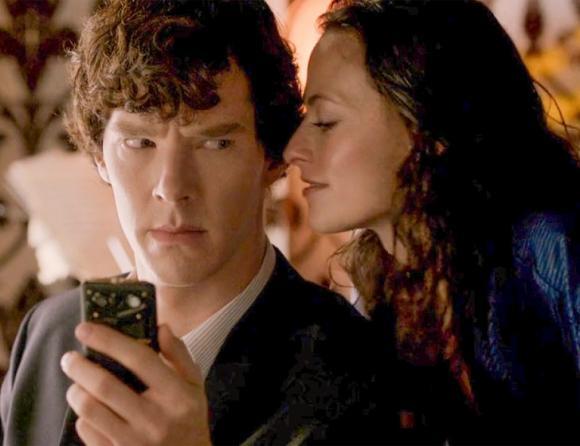 xem trộm điện thoại người yêu, vấn đề tâm lý trong tình yêu, rình mò xem điện thoại của người yêu