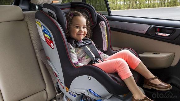cách cho trẻ di chuyển xa bằng ô tô, lưu ý khi cho trẻ đi ô tô, làm sao để trẻ đi ô tô không quấy khóc