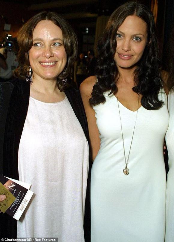 Angelina Jolie hé lộ lý do cắt bỏ tuyến vú và buồng trứng, không muốn trao quyền nuôi con cho Brad Pitt 0