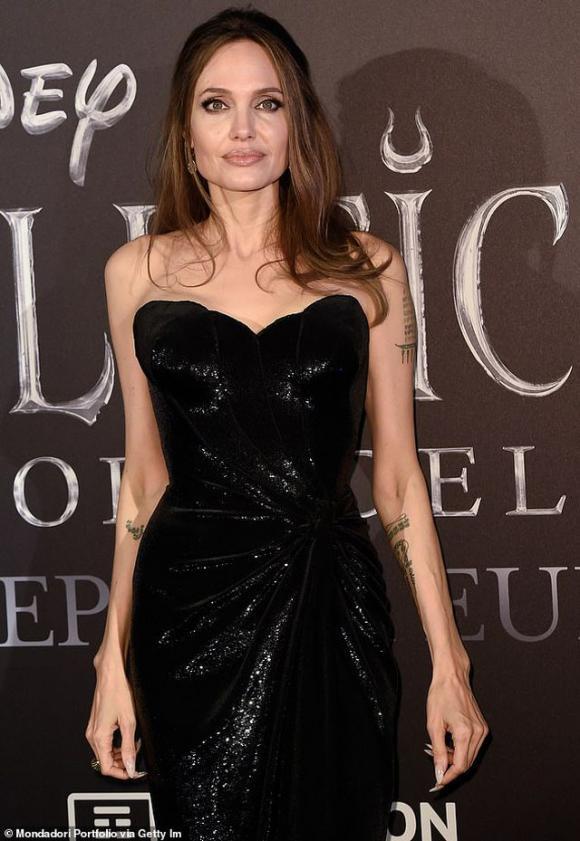 Angelina Jolie hé lộ lý do cắt bỏ tuyến vú và buồng trứng, không muốn trao quyền nuôi con cho Brad Pitt 1