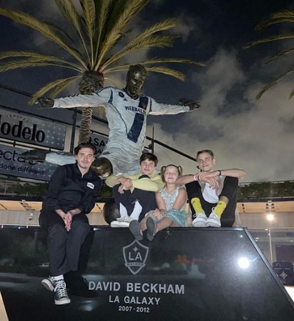 harper seven, david beckham, tượng của david beckham, sao hollywood