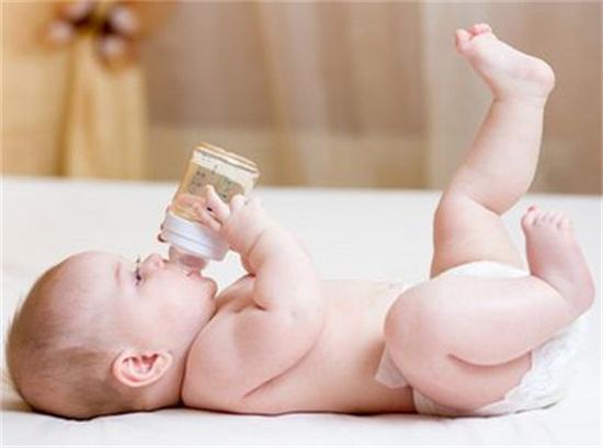 lưu ý khi trẻ bị táo bón, trẻ bị táo bón, cách chăm sóc trẻ bị táo bón