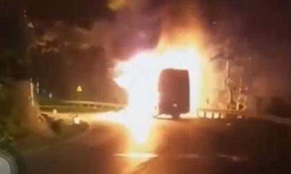 Cháy xe Mercedes, hỏa hoạn, tai nạn chết người