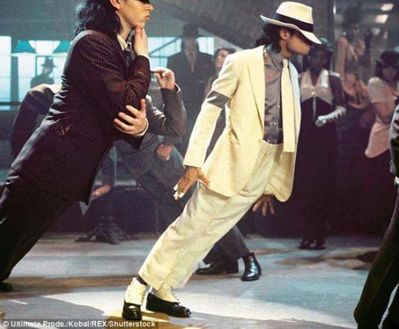 Michael Jackson,ông hoàng nhạc pop,tất cũ nạm pha lê của Michael Jackson,sao Hollywood