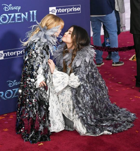 selena gomez, em gái selena gomez, frozen 2, sao hollywood