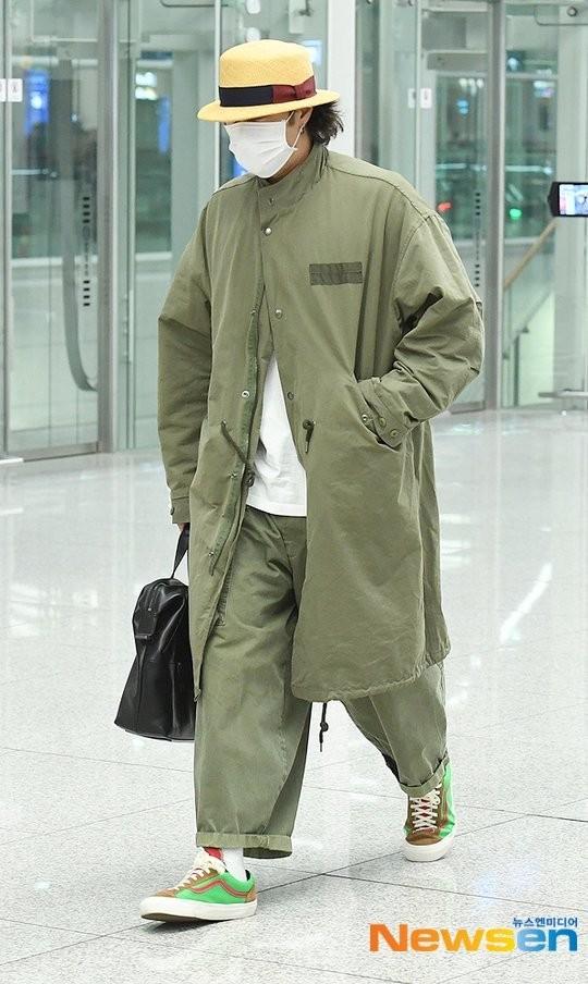 so ji sub, giày thủy tinh, thời trang sân bay, sao hàn