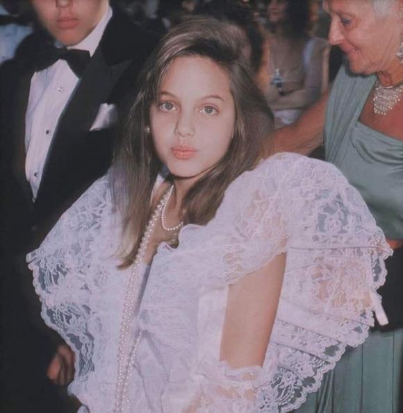 Angelina Jolie,ảnh hồi bé của Angelina Jolie,sao Hollywood
