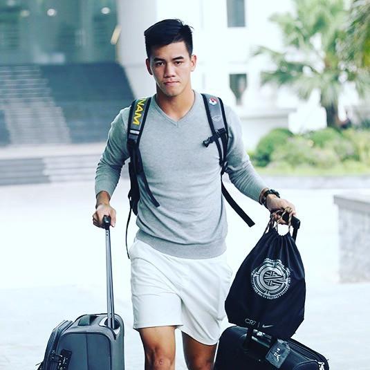 Tiến Linh, thời trang, hàng hiệu, Việt Nam - UAE