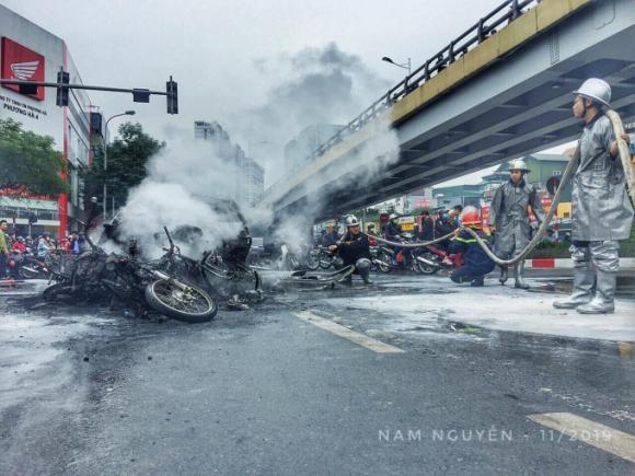 Mercedes GLC, Hà Nội, phụ nữ lái xe, tai nạn giao thông