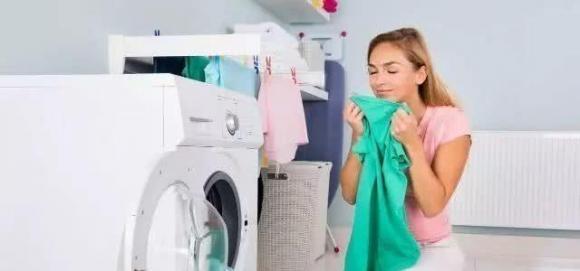 dùng bột giặt hay nước giặt, chọn xà phòng