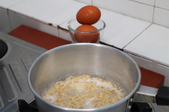 mì tôm, trứng, món ăn cho trẻ