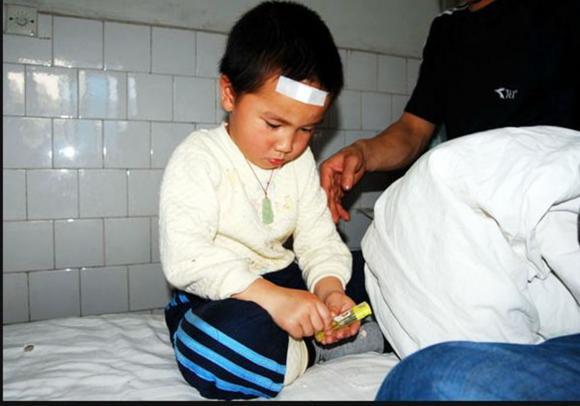 chăm sóc trẻ nhỏ, thực phẩm khiến trẻ ngộ độc, thực phẩm khiến IQ của trẻ chậm phát triển