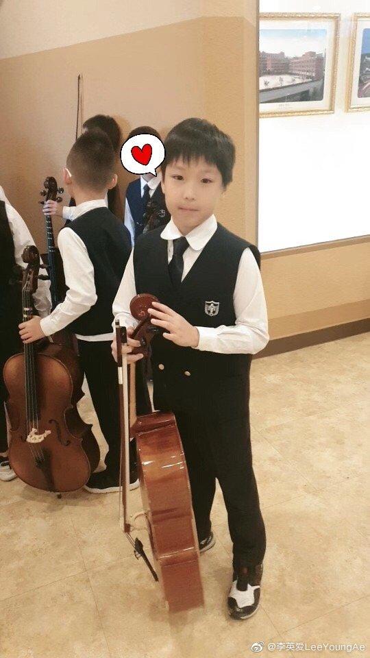 Cặp sinh đôi nhà Lee Young Ae sướng từ trong trứng nước, đáng chú ý bé trai còn có sở thích đặc biệt