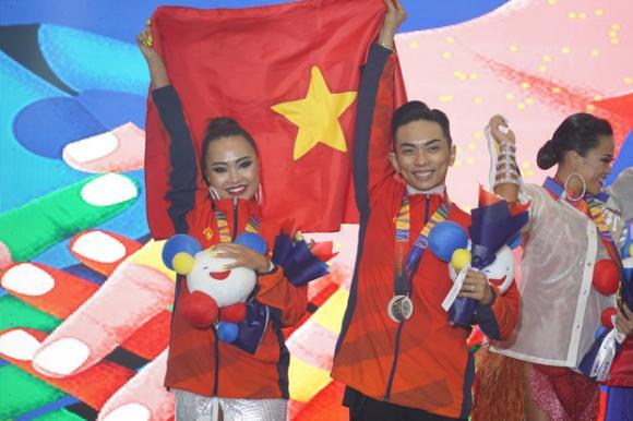 kiện tướng dancesport Khánh Thi, kiện tướng dancesport Phan Hiển, sao Việt