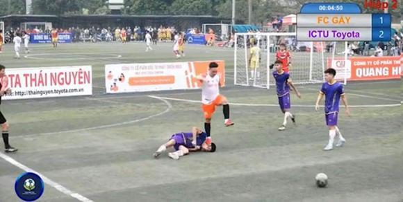 phi thể thao, Thái Nguyên, bóng đá phủi, phạm lỗi thô bạo, đạp lên mặt cầu thủ,  FC Gãy