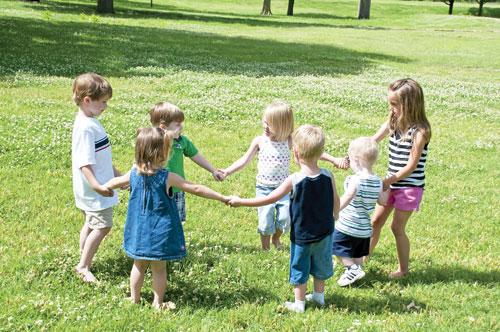 chăm sóc trẻ nhỏ đúng cách, cách để giúp trẻ trở nên thông minh, lưu ý khi chăm sóc trẻ