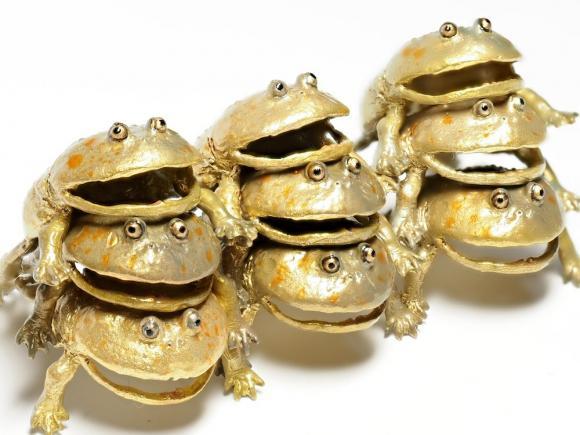 Bông tai ếch, bông tai đẹp, bông tai ếch đang làm mê mẩn giới trẻ