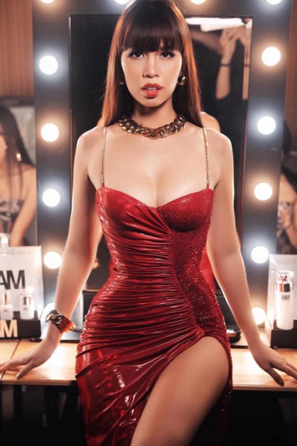 Hà Anh, siêu mẫu Hà Anh lộ bụng, sao việt