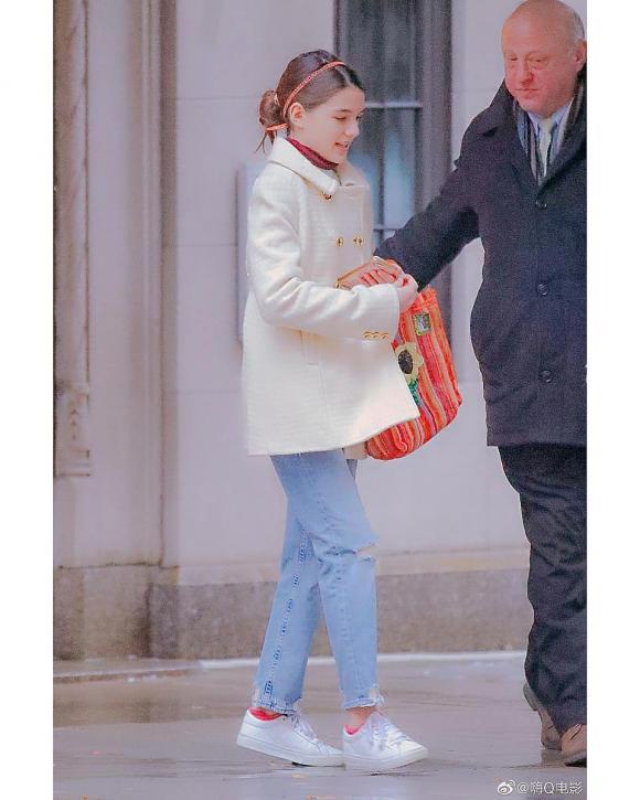 suri cruise, con gái tom cruise, chân dài miên man, sao hollywood