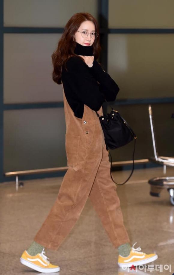 yoona, hack tuổi, thời trang sân bay, sao hàn