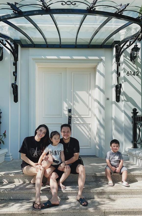 Trang Nhung diện đồ bơi gợi cảm khi cùng chồng con đi du lịch Phú Quốc