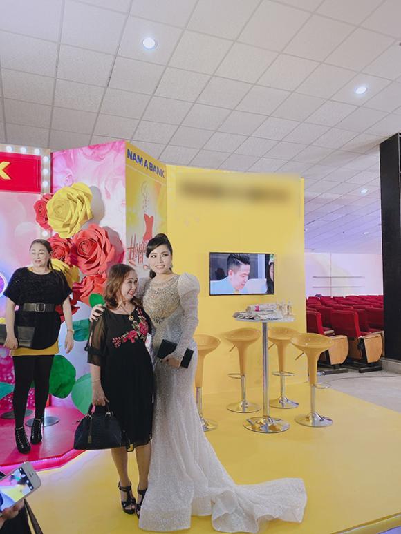 Á hậu Oanh Nguyễn, thẩm mỹ viện