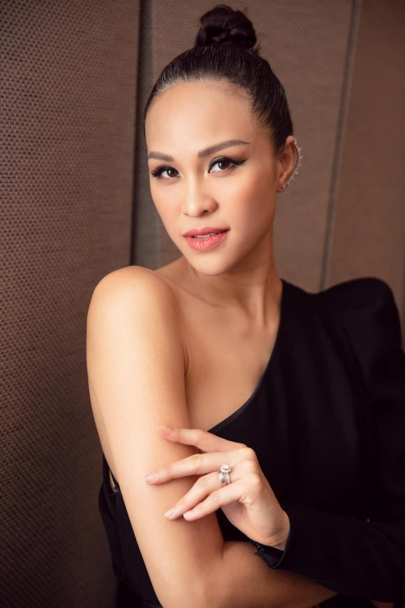 MC Phương Mai, sao Việt