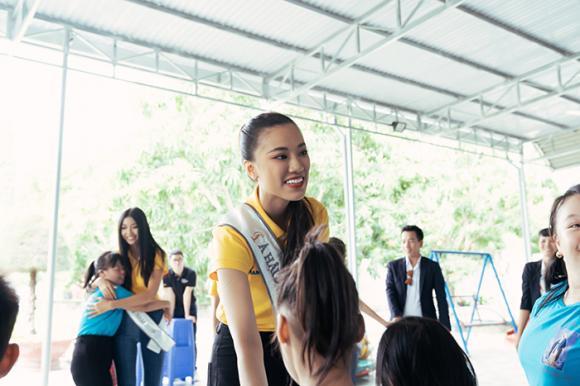 hoa hậu Khánh Vân, á hậu Kim Duyên, á hậu Thuý Vân, sao Việt, Miss Universe 2019