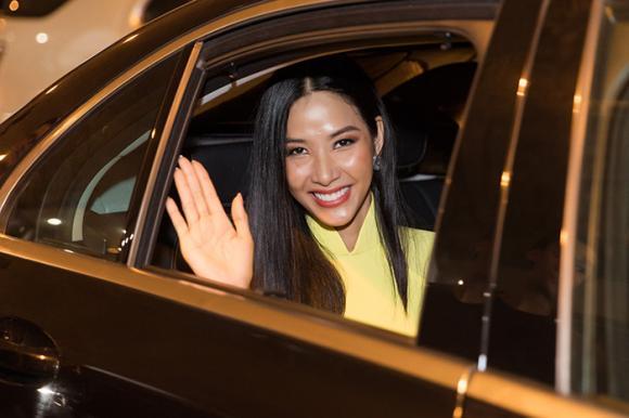 á hậu Hoàng Thuỳ, hoa hậu Khánh Vân, sao Việt