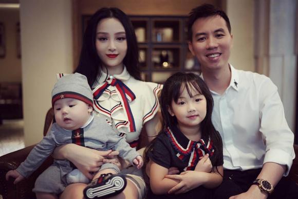 bà xã Tuấn Hưng, Huyền Baby, Trang Nhung, Hạnh Sino, Emily