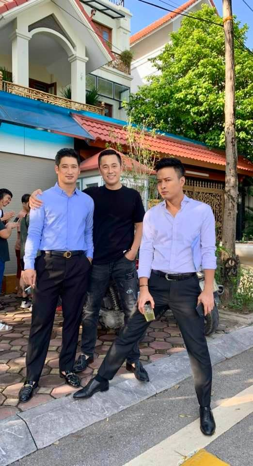 Nam Khánh, Trí Đức đóng Hoa hồng trên ngực trái, sao việt