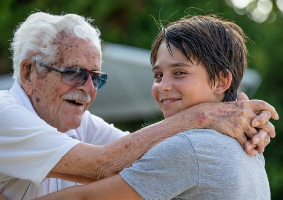 chăm sóc trẻ đúng cách, không nên để ông bà trông trẻ quá nhiều, những lưu ý khi chăm sóc trẻ