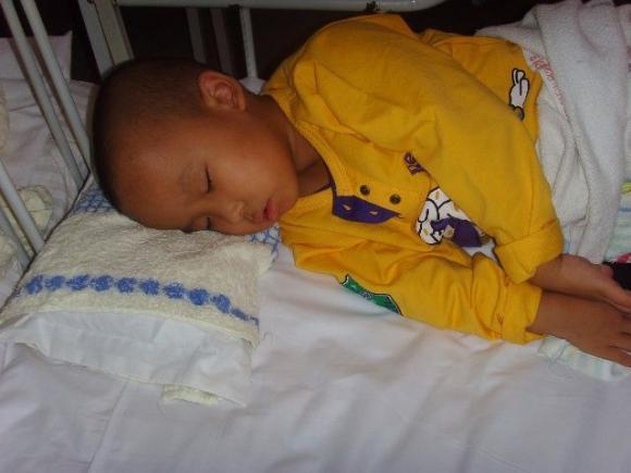 chăm sóc trẻ nhỏ, lưu ý khi chăm sóc trẻ, thói quen xấu trước khi đi ngủ, tăng chiều cao, nguyên nhân thấp