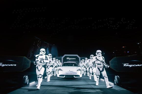 Thanh Hằng, Trọng Hiếu, Porsche