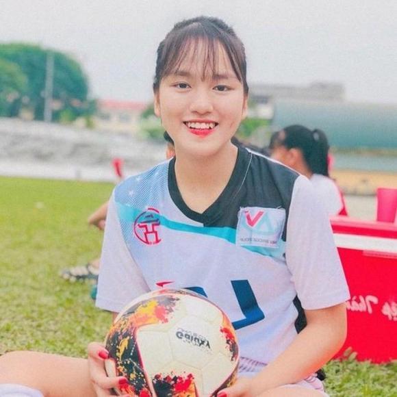 Hoàng Thị Loan, hoa khôi sân cỏ, Hot girl sân cỏ, Nữ cầu thủ xinh đẹp
