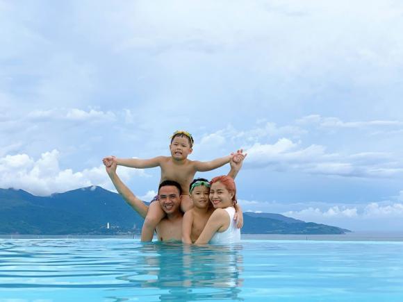 MC Hoàng Linh cùng chồng và 2 con riêng đi du lịch Đà Nẵng