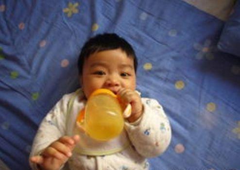 chăm sóc trẻ nhỏ, lưu ý khi chăm sóc trẻ, chăm con, trẻ không nên ăn