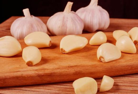 Tỏi nên ăn sống hay ăn chín sẽ tốt hơn? Những ai không nên ăn tỏi?