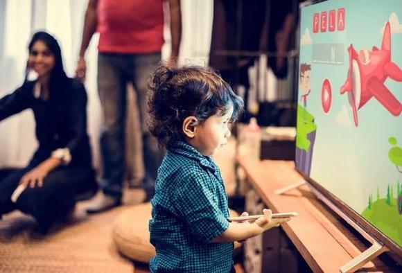 Phải làm gì nếu trẻ thích xem phim hoạt hình? Cha mẹ thông minh không bao giờ cấm đoán, họ sẽ làm thế này!