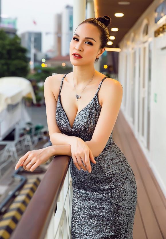 Siêu mẫu Phương Mai, MC Phương Mai, sao Việt