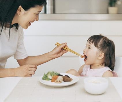 thứ không nên ăn vào buổi sáng, chăm sóc trẻ nhỏ, lưu ý khi chăm sóc trẻ