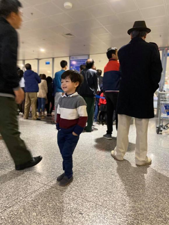 Vợ chồng Kỳ Hân đón con trai về Việt Nam ăn Tết nguyên đán