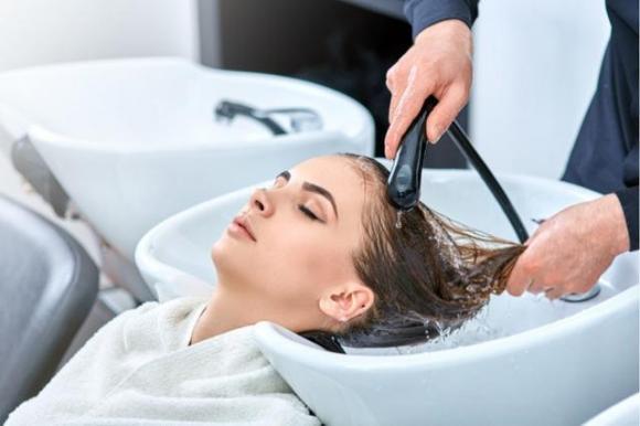 mẹ sau sinh, kiểu tóc sau khi sinh, kiểu tóc nên tránh sau sinh, hại cho bé