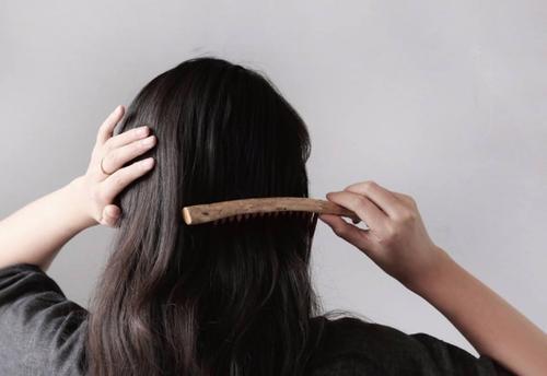 Chải tóc 60 lần một ngày, không chỉ đẹp tóc mà còn giúp thông minh hơn!