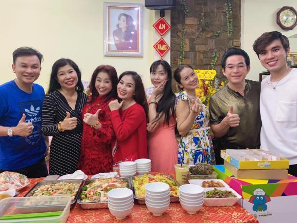 NSƯT Thoại Mỹ, sao Việt
