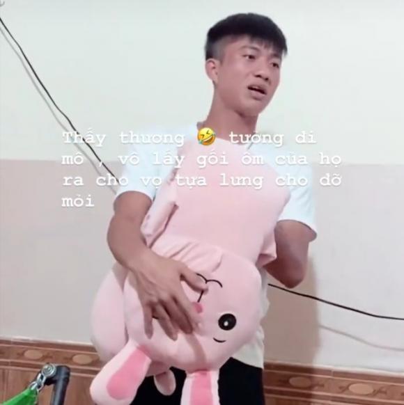 Phan Văn Đức đi sắm đồ cho bé Dâu Tây sắp chào đời