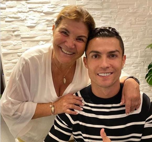 danh thủ Cristiano Ronaldo, ngày của mẹ, xe mercedes