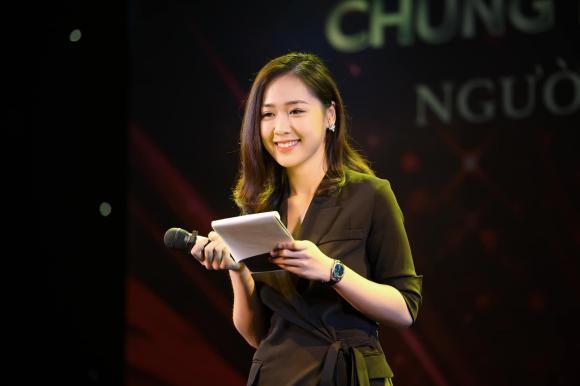 Phạm Ngọc Hà My, cô gái tặng hoa Tổng thống Trump, MC Hà  My