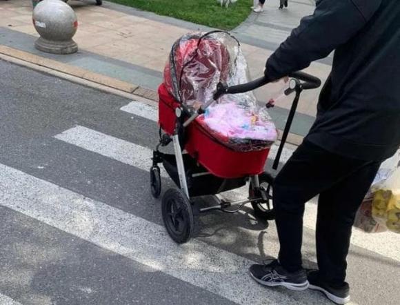 chăm sóc trẻ nhỏ, lưu ý khi chăm sóc trẻ, dùng xe đẩy cần lưu ý điều này
